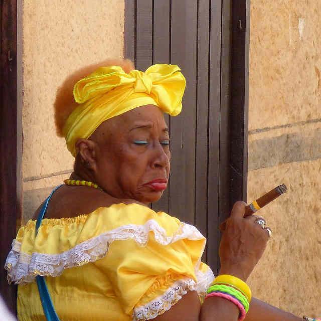 femme-cigare-la-havane-cuba