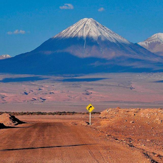 Licancabur depuis la Vallée de la Lune - Désert d'Atacama - Voyage Chili en groupe